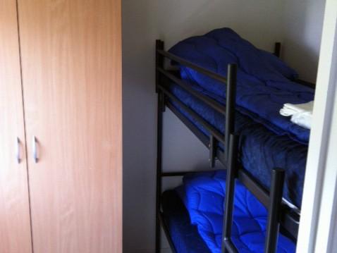 4 persoons bungalow stapelbed slaapkamer camping brabant 800x600.jpg